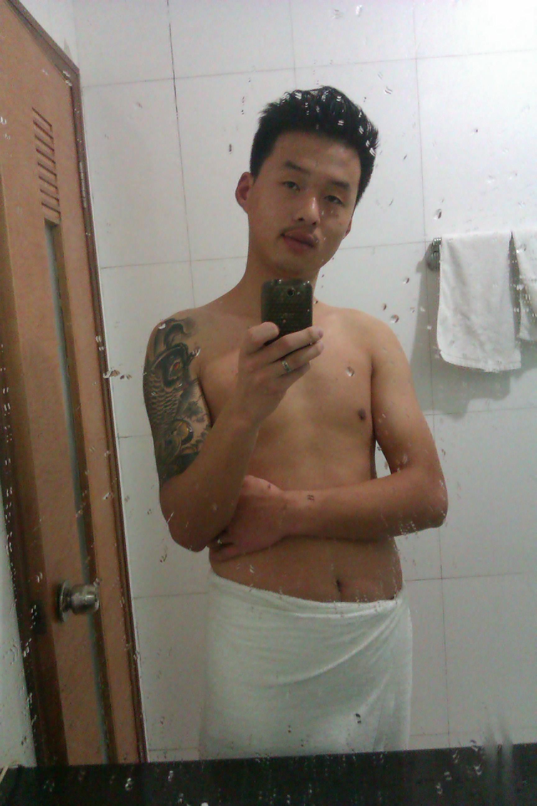 纹身小伙帅气
