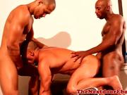 Interacial hunks loving threesome fun