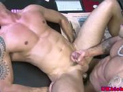 Muscled Damien Crosse fucks Jay Roberts
