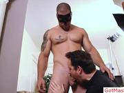 Tatooed muscle stud getting his sucked