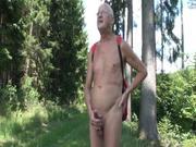 Beim Nacktwandern vor Spannern Wichsen