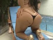 Brazilian shemale rubs her cock