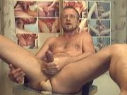 HARRI WANKING AND PUMPING HIS MAN-PUSSY!